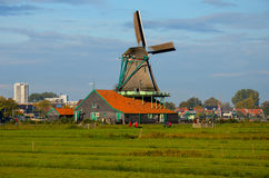 Aldea del molino de viento en Holanda Imagen de archivo