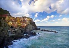 Aldea del pescador de Manarola en Cinque Terre, Italia Imagen de archivo
