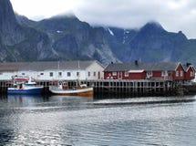 Aldea del puerto pesquero de las islas de Lofoten Imagen de archivo libre de regalías