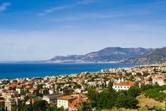 Aldea en el mar Mediterráneo Imagenes de archivo