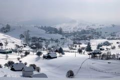 Aldea en invierno imagenes de archivo