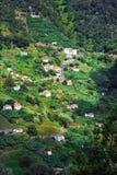 Aldea en la costa del norte de la isla de Madeira Imagen de archivo libre de regalías