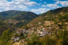 Aldea en las montañas Imagen de archivo libre de regalías