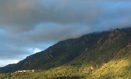 Aldea en las montañas de Córcega Foto de archivo libre de regalías