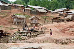 Aldea en Phongsali, Laos de Akha fotografía de archivo