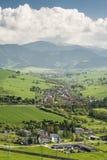 Aldea en un valle Fotos de archivo libres de regalías