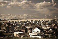 Aldea en una colina Foto de archivo libre de regalías