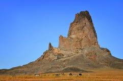 Aldea por la montaña Imagen de archivo libre de regalías