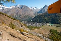 Aldea principal en el honorario de Saastal - de Saas, Suiza Foto de archivo