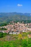 Aldea siciliana hermosa foto de archivo