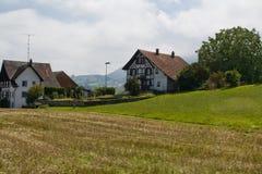Aldea suiza típica Fotos de archivo libres de regalías