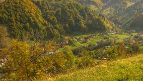 Aldeia da montanha - Autumn Foliage foto de stock royalty free
