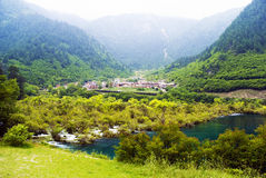 Aldeia da montanha de Jiuzhaigou Fotos de Stock Royalty Free