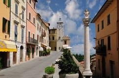 Aldeia da montanha de Tuscan Fotos de Stock Royalty Free