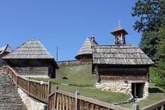 Aldeia da montanha velha com casas de campo Fotografia de Stock