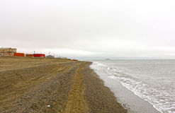 Aldeia piscatória ao longo do oceano ártico Fotografia de Stock Royalty Free