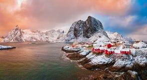 Aldeia piscatória de Hamnoy em ilhas de Lofoten, Noruega fotos de stock