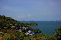 Aldeia piscatória do mar em Koh Si Chang imagem de stock
