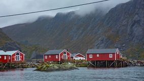 Aldeia piscatória em ilhas de Lofoten, Noruega vídeos de arquivo