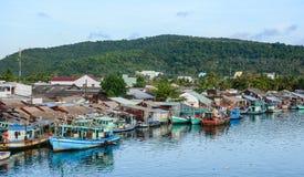 A aldeia piscatória em Phu Quoc, Vietname imagem de stock