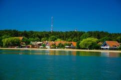Aldeia piscatória pequena Nida, cuspe de Curonian, mar Báltico, Lituânia fotografia de stock