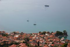 Aldeia piscatória pitoresca no mar Mediterrâneo imagem de stock