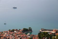 Aldeia piscatória pitoresca nos 3 mediterrâneos imagens de stock