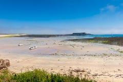 Alderney strand på lågvatten Royaltyfri Fotografi