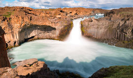 Aldeyjarfoss瀑布在冰岛 免版税图库摄影