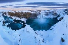 Aldeyjarfoss in het noorden van IJsland dichtbij Godafoss en één van de interessantste eigenschappen van de waterval stock foto