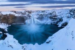 Aldeyjarfoss in het noorden van IJsland dichtbij Godafoss en één van de interessantste eigenschappen van de waterval stock fotografie