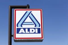 Aldi-Logo auf einem Pfosten Lizenzfreie Stockfotos