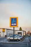 Aldi matmarknad in Ashton-under-Lyne, Manchester, UK Royaltyfri Bild
