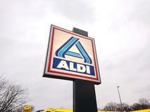 Aldi-Rabatt-Supermarktemblem Stockfoto
