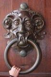 Aldrava de porta antiga muito grande Imagem de Stock Royalty Free