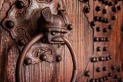 Aldrava de porta chinesa antiga Imagens de Stock Royalty Free
