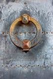 Aldrava de porta da porta do castelo fotos de stock