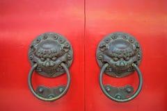 Aldrava de porta gêmea da cabeça do leão Imagem de Stock Royalty Free