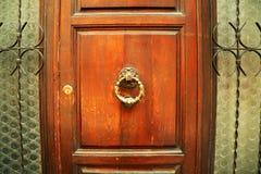 Aldrava de porta italiana velha Imagem de Stock Royalty Free
