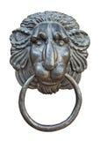 Aldrava de porta medieval, entalhe da cabeça do leão do ferro Fotografia de Stock