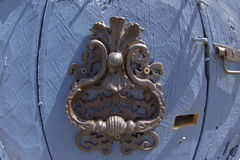Aldrava de porta ornamentado típica, Provence fotos de stock royalty free