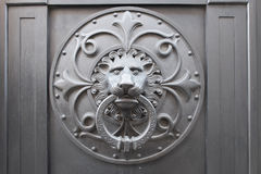 Aldrava de porta principal do leão Imagem de Stock Royalty Free