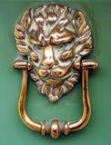 Aldrava de porta principal do leão Imagens de Stock Royalty Free