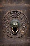 Aldrava de porta velha fotografia de stock royalty free