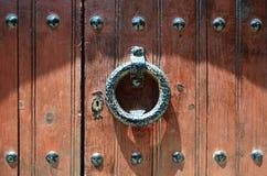 Aldrava de porta velha Fotografia de Stock