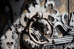 Aldrava de porta velha da igreja Fotografia de Stock