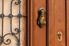Aldrava na porta velha Fotos de Stock Royalty Free