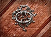 Aldrava velha em uma porta, der Tauber do ob de Rothenburg, Alemanha imagem de stock royalty free
