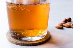 Ale Beer dorato in un vetro fotografie stock