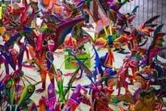 Alebrijes färgrika mexikanhantverk Royaltyfri Fotografi